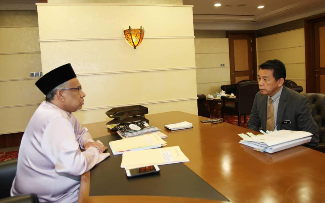 18 Oktober 2019 Kunjungan Hormat Ybhg Ketua Pengarah Perkhidmatan Awam Malaysia Kppa Ke Atas Yb Timbalan Menteri Di Jabatan Perdana Menteri Undang Undang